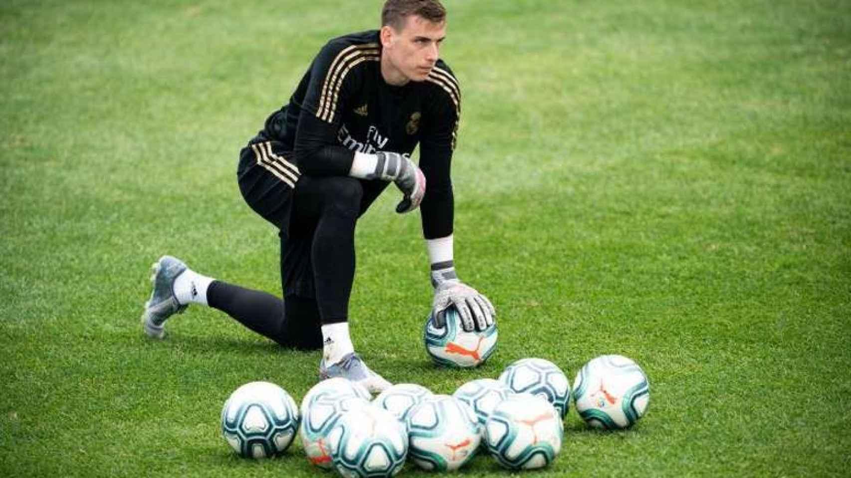 Andriy Lunin, durante un entrenamiento con el Real Madrid