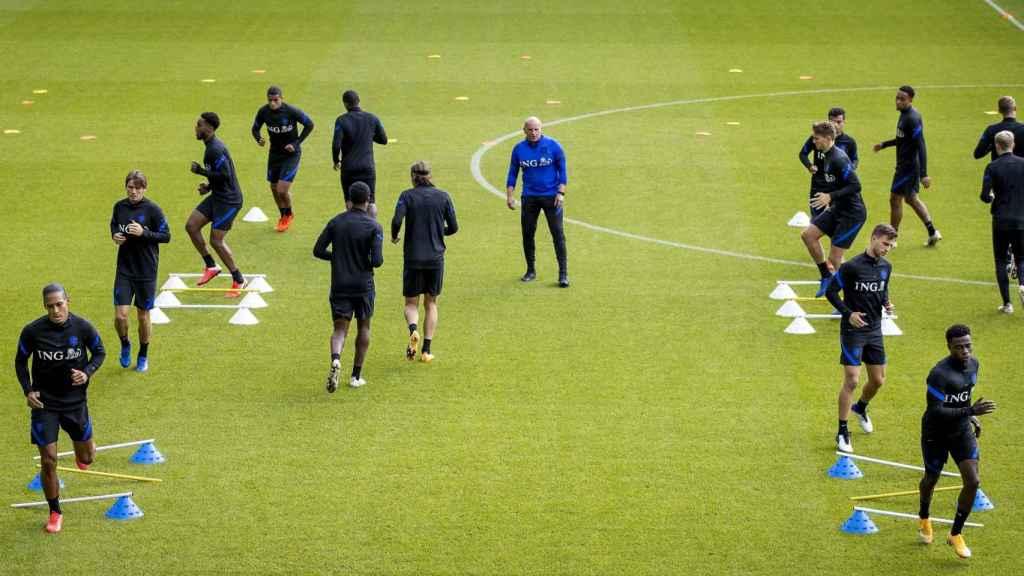 La selección de Holanda se entrena de cara a las UEFA Nations League