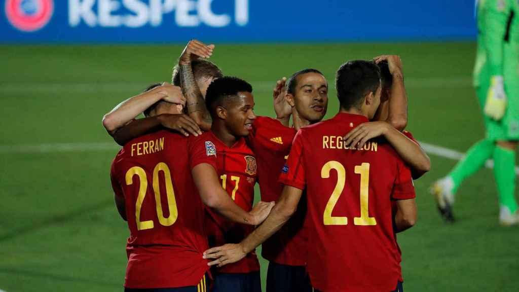 La Selección española celebra su gol ante Ucrania