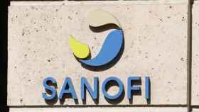 El logo de Sanofi en sus instalaciones de París.