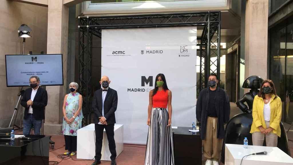 La vicealcaldesa de Madrid, Begoña Villacís, junto al presidente de ACME, Modesto Lomba, entre otros, presenta una nueva edición de Madrid es Moda junto a la Asociación Creadores de Moda de España.