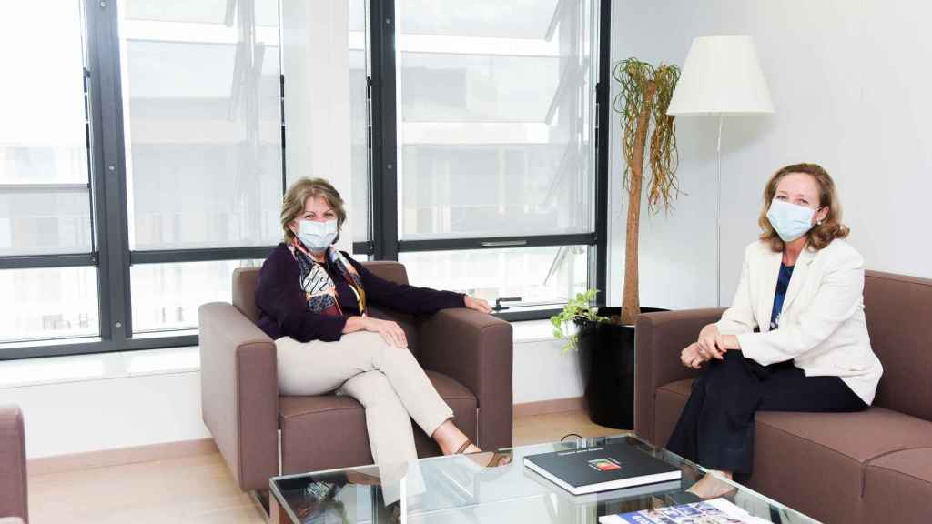 Nadia Calviño, durante su reunión este lunes con la comisaria de Política Regional, Elisa Ferreira