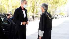 Felipe VI es recibido por Carlos Lesmes antes de inaugurar el año judicial.