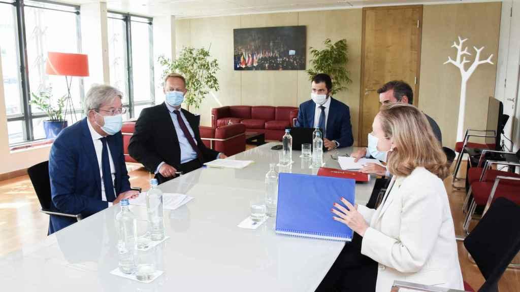 Nadia Calviño, durante su reunión este lunes con el comisario Paolo Gentiloni