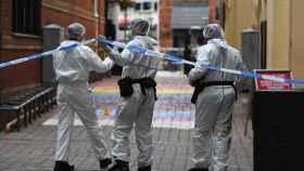Investigadores en uno de los puntos de Birmingham donde hubo apuñalados.