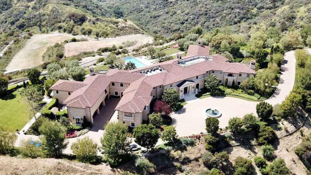La nueva mansión, situada en Los Ángeles, está valorada en 16 millones de euros.