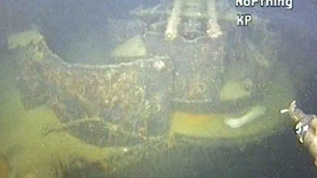 Fotografía del barco destruido en la costa noruega por los británicos.