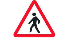Señal de peligro por paso de peatones cerca.