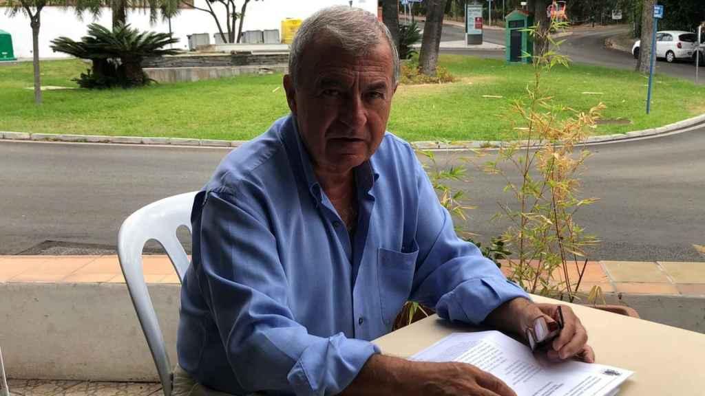 Jorge Molina con la sentencia del Tribunal Supremo