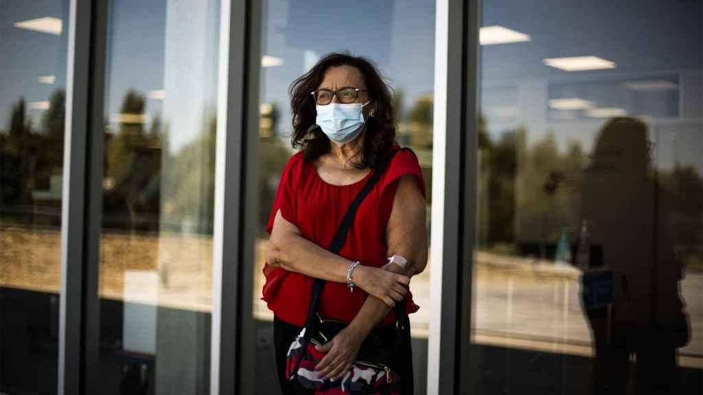 Ana, tras hacerse la prueba en el Hospital de Fuenlabrada, después de que su hija diera positivo.