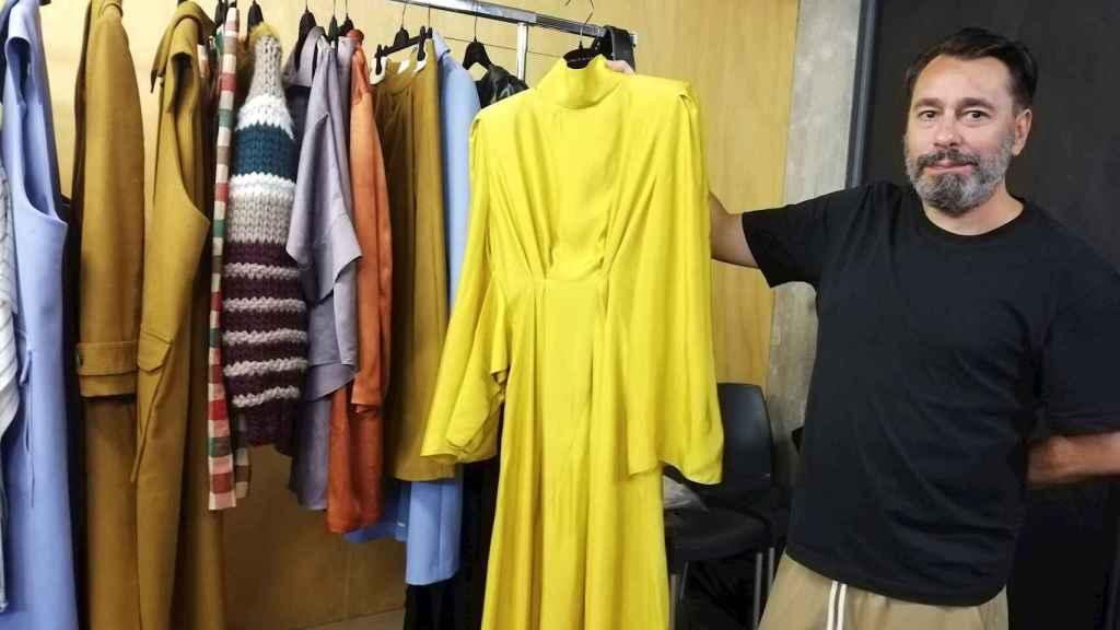 Juanjo Oliva reinventa con su colección el armario femenino con prendas atemporales y fluidas