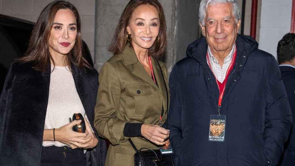 Tamara Falcó junto a Isabel Preysler y Mario Vargas Llosa.