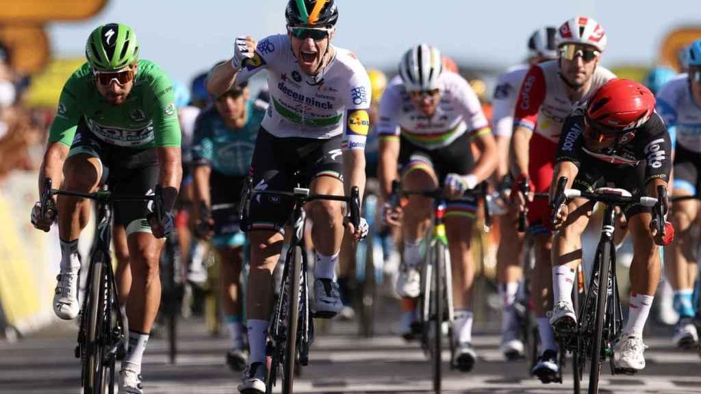 Sam Bennett celebra su triunfo en la décima etapa del Tour de Francia