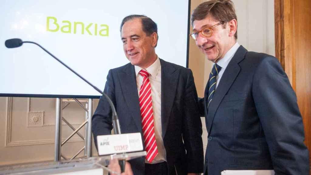 El presidente de Bankia, José Ignacio Goirigolzarri, junto al presidente de Mapfre, Antonio Huertas.