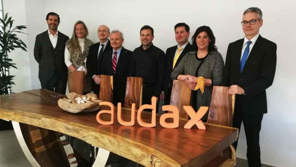 El presidente de Audax, José Elías Navarro (centro), con su equipo directivo.