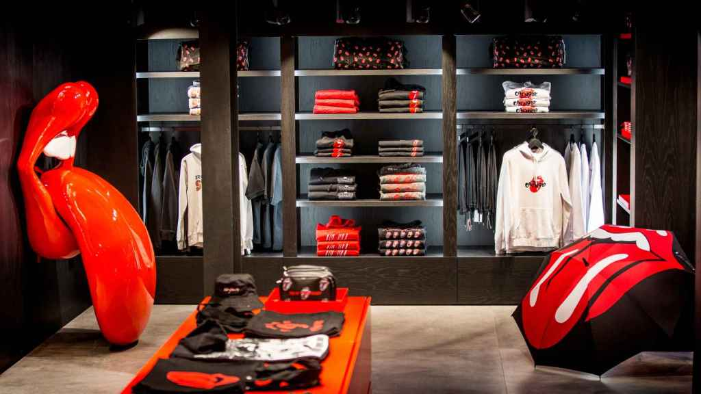 En la tienda habrá un pequeño puesto para customizar camisetas.