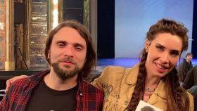 Pilar Rubio compartiendo junto a su hermano Alberto una de sus pasiones: el rock.