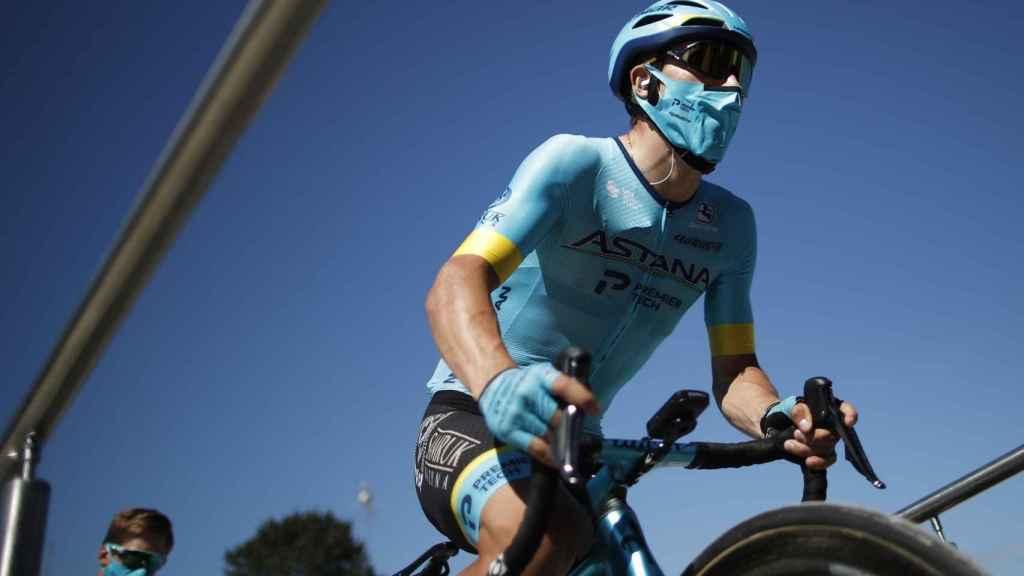 Miguel Ángel López antes de una etapa del Tour de Francia