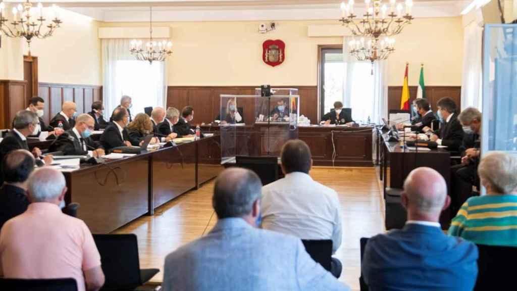 Ex altos cargos andaluces ante el juez en el primer juicio de los ERE tras la pieza política.