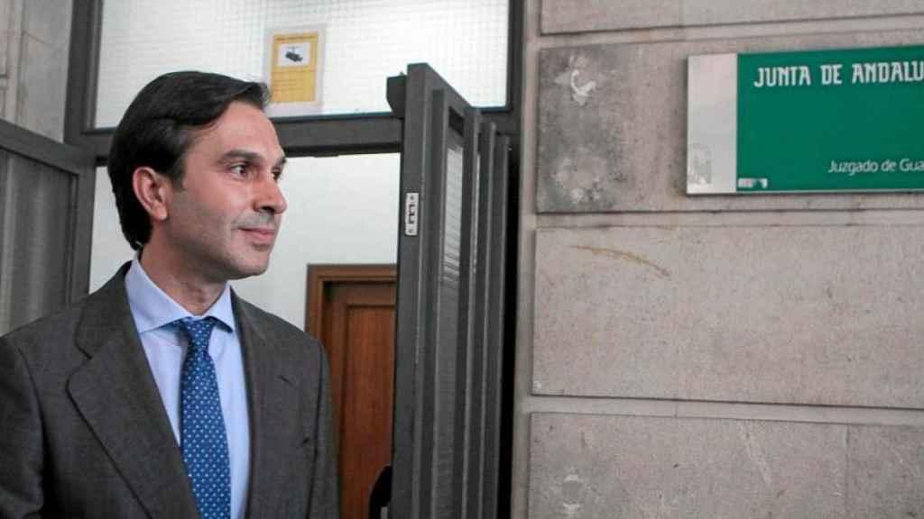 El sobrino de Felipe González, Juan María González Mejías, en la puerta de los juzgados.