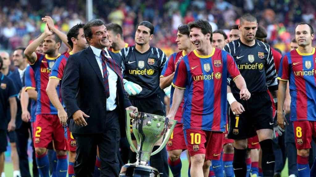 Leo Messi y Víctor Valdés celebrando una Liga del Barça