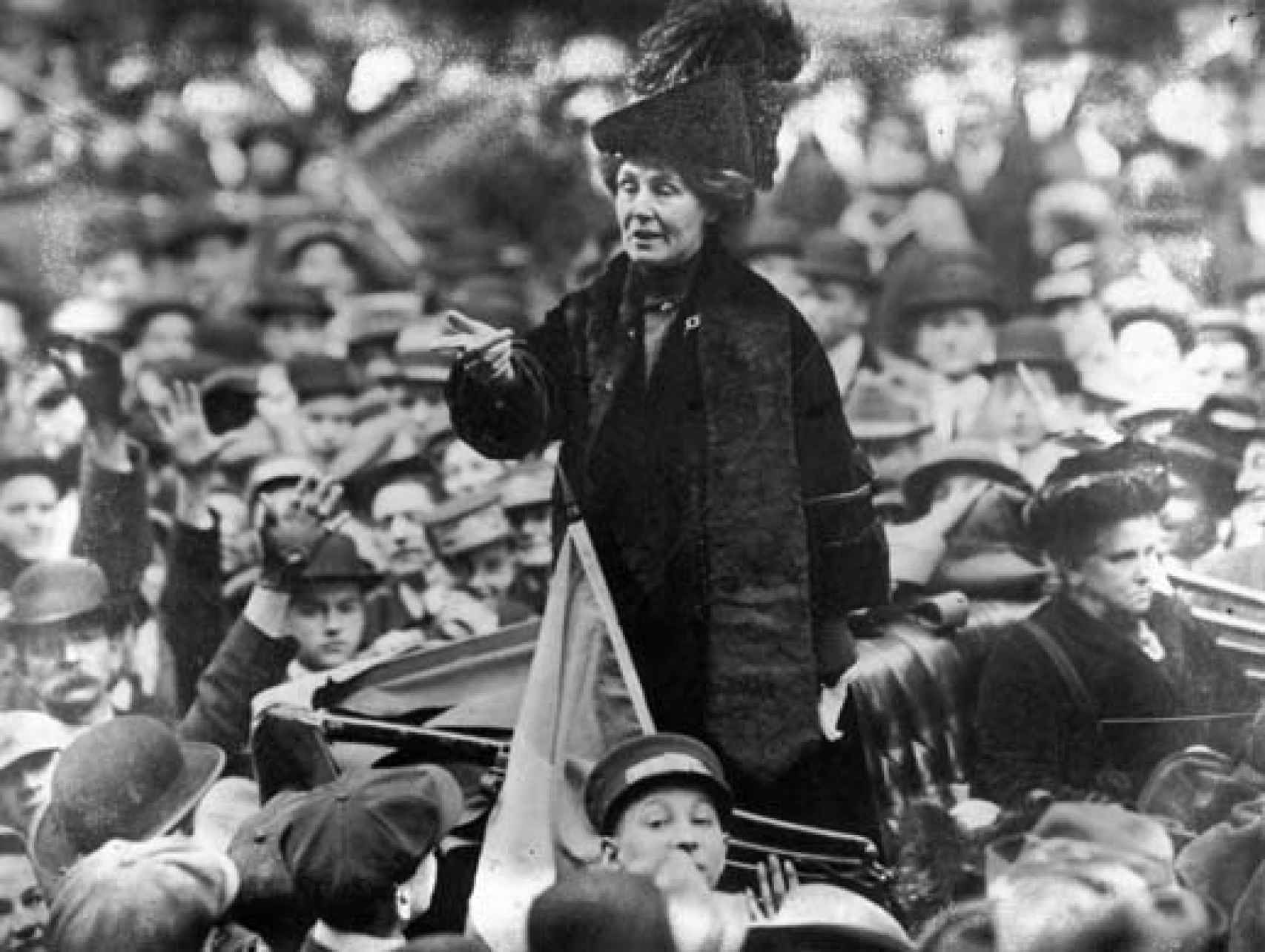 La feminista y sufragista Emmeline Pankhurst, en uno de sus discursos.