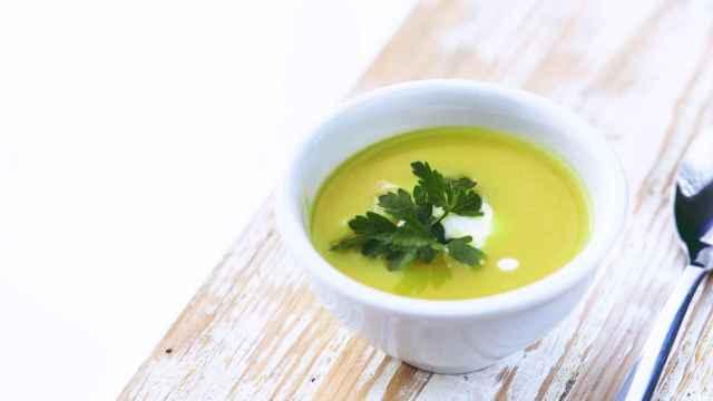 Crema de puerros y guisantes, receta rica y fácil con verduras