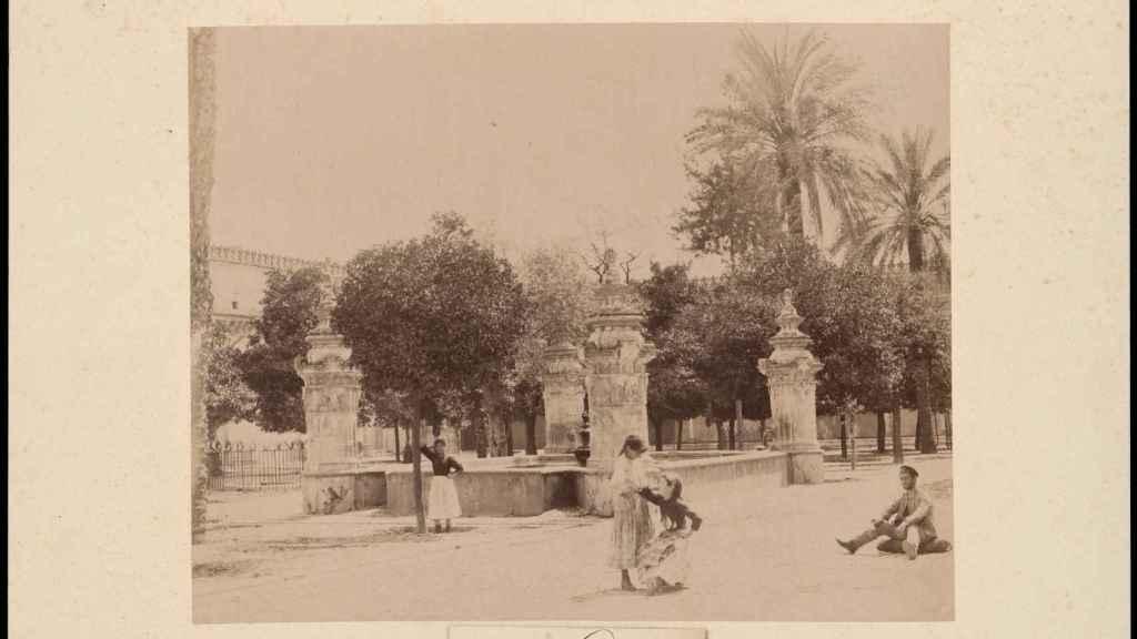 El Patio de los Naranjos, en una imagen de finales del siglo XIX.