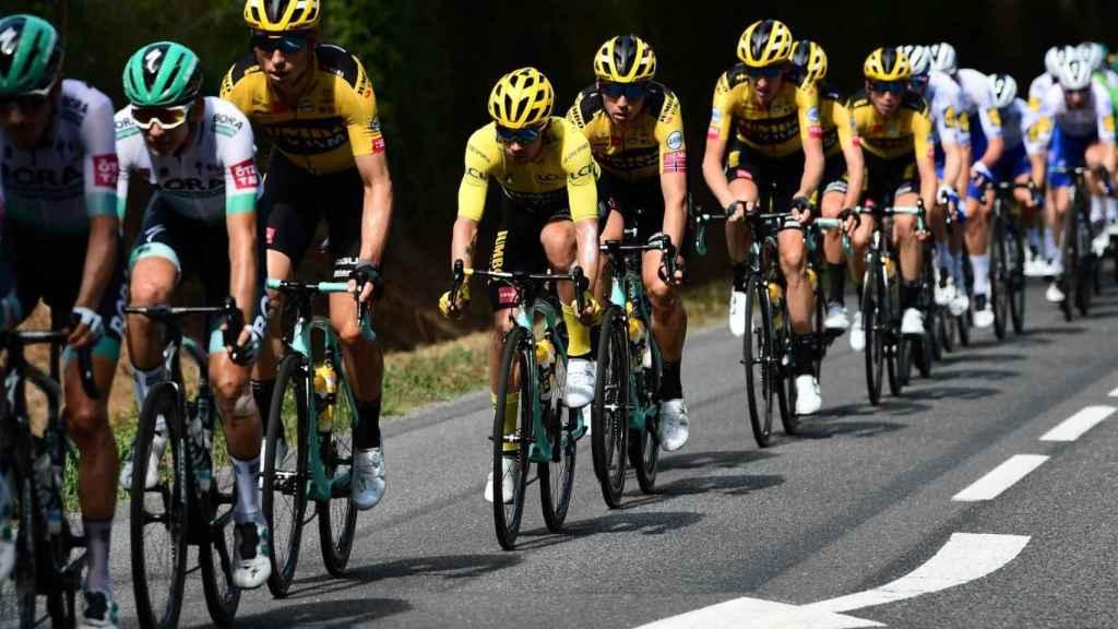 El BORA tira del pelotón en la etapa 12 del Tour de Francia
