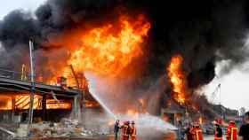 Incendio en el almacén de neumáticos en Beirut.