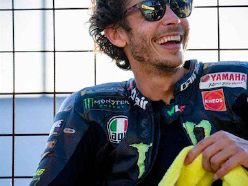 Valentino Rossi sonríe tras un entrenamiento