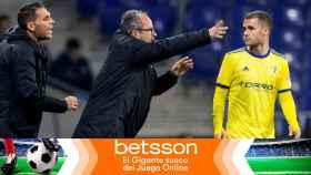 Álvaro Cervera y Filip Malbasic durante un partido del Cádiz CF en un fotomontaje de Betsson