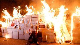 Los CDR queman un muñeco con una foto del rey Felipe VI.
