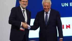 Rajoy y González durante el I Foro La Toja-Vínculo Atlántico el año pasado.
