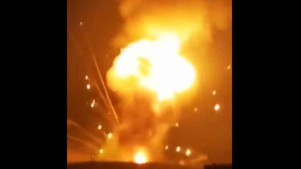Momento de la explosión en el depósito de Zarqa.
