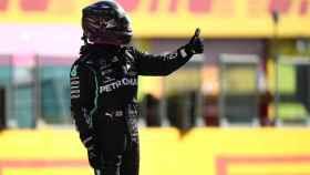 Hamilton celebra su pole en el GP de Toscana de Fórmula 1