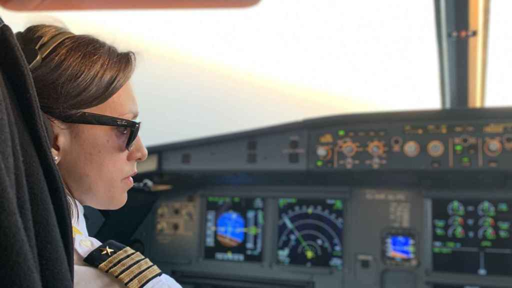 Gisela Armengol, en el interior del avión.