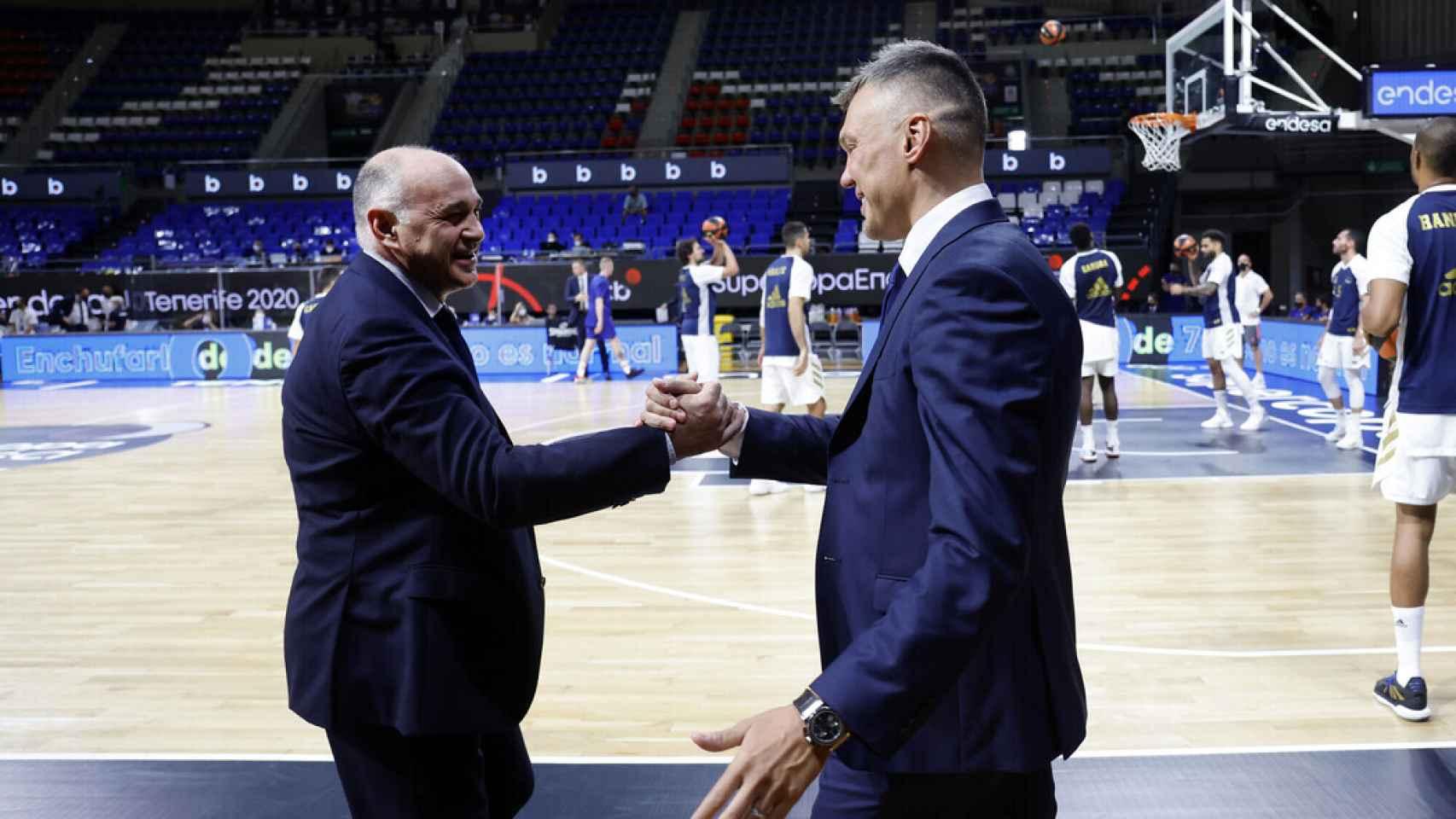 Pablo Laso y Sarunas Jasikevicius, durante la final de la Supercopa Endesa 2020