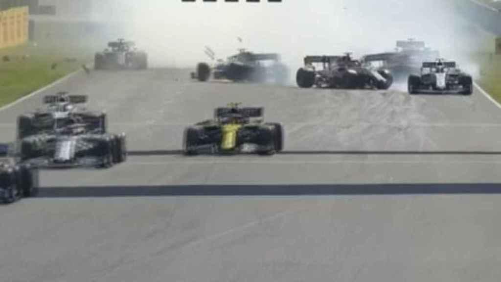 Carlos Sainz, fuera de la carrera tras un accidente múltiple en el GP de Toscana