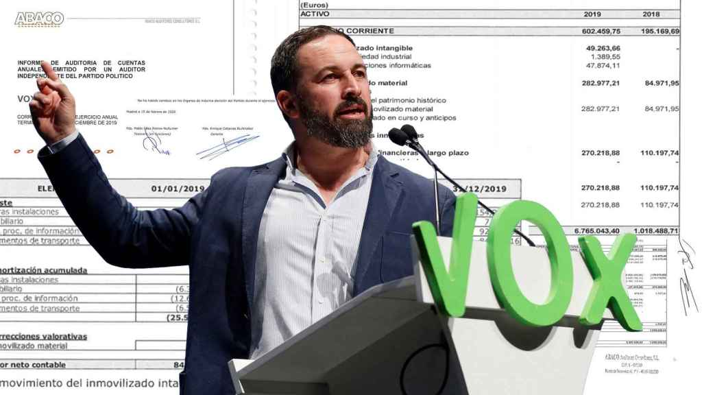 El líder de Vox, Santiago Abascal, durante el último congreso de Vistalegre, en marzo. De fondo, las cuentas de Vox.