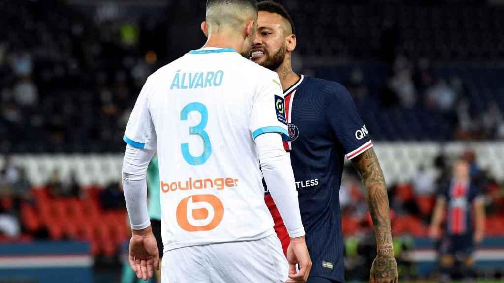 Alvaro González y Neymar Jr, durante el PSG - Olympique de Marsella