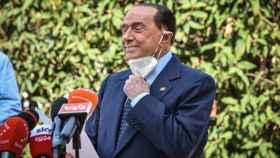 Berlusconi, a la salida del hospital.