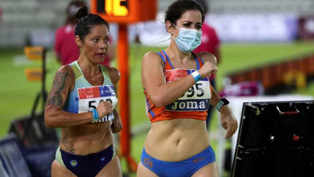 Elena Díaz (derecha), durante la prueba de los 10 kilómetros marcha en los Campeonatos de España de Atletismo