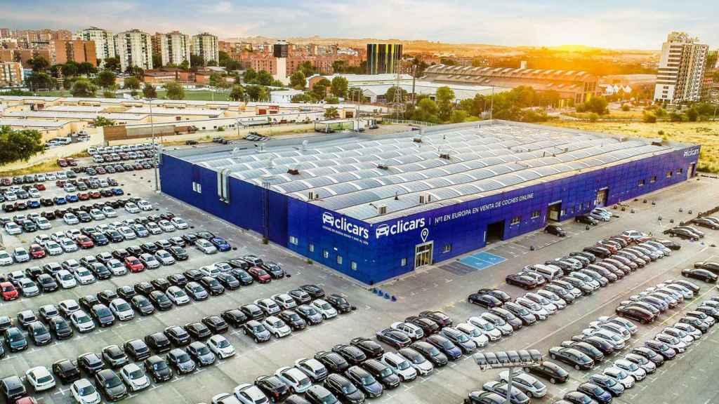 Sede de 40.000 metros cuadrados de Clicars donde reacondicionan los coches.