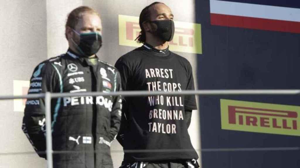 Hamilton y Bottas en el podio del GP de la Toscana. (EFE)