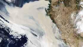 Fotografía del 9 de septiembre que muestra el espeso humo que dejan los incendios en Oregón y California.