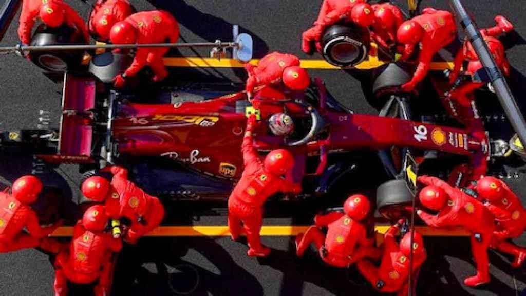 Pit stop del equipo Ferrari en el GP de la Toscana