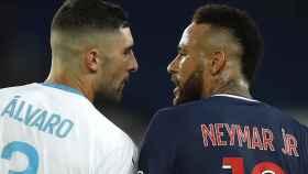 Álvaro González y Neymar Jr., futbolistas de Olympique de Marsella y PSG