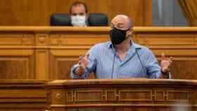 Alejandro Ruiz, con mascarilla en el Parlamento autonómico (Foto: Cortes CLM)