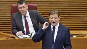 El presidente Ximo Puig, en el Parlamento Valenciano. EE